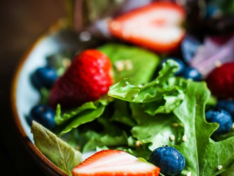 BABY SPINACH SALAD WITH BERRIES_rose_G1798.jpg